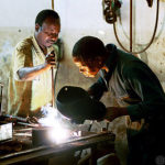 (photo:Workers doing maintenance, by World Bank,(CC BY-NC-ND 2.0)